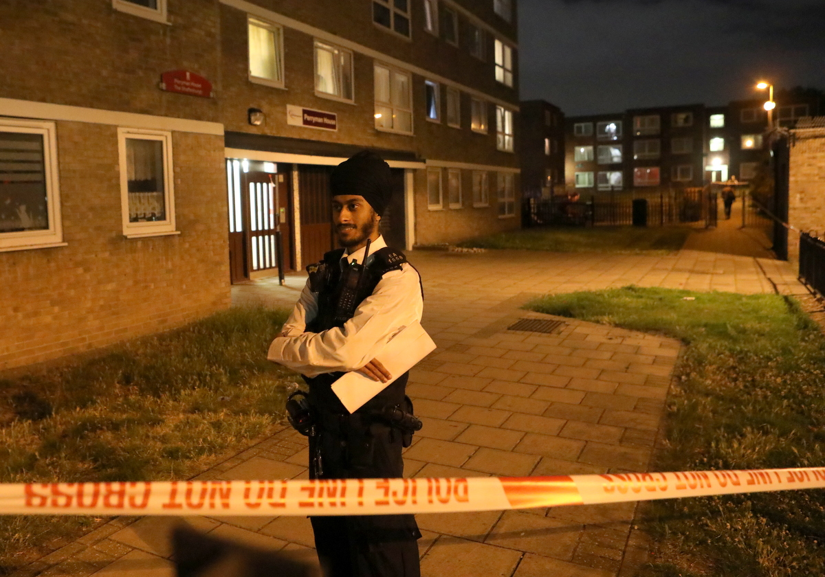 Armed Police called to man shot  on Gascoigne Estate in Barking, UKNIP